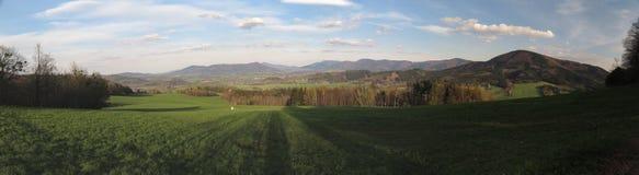 Πανόραμα των βουνών Moravskoslezske Beskydy με Velky Javornik Στοκ εικόνες με δικαίωμα ελεύθερης χρήσης