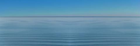 Πανόραμα των κυμάτων θάλασσας στο χαλαρώνοντας κύμα υποβάθρου Στοκ Εικόνες