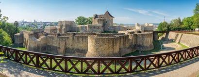 Πανόραμα των μεσαιωνικών καταστροφών του φρουρίου Suceava σε Suceava, Ρωμαίος στοκ εικόνα με δικαίωμα ελεύθερης χρήσης