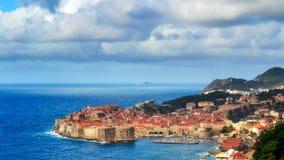 Πανόραμα Dubrovnik με τα σύννεφα ανωτέρω Στοκ φωτογραφία με δικαίωμα ελεύθερης χρήσης