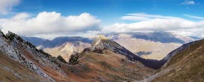 Πανόραμα των Apennines βουνών στην κεντρική Ιταλία, Abruzzo Στοκ Εικόνες