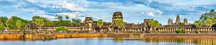 Πανόραμα Angkor Wat πέρα από την τάφρο, μια περιοχή παγκόσμιων κληρονομιών της ΟΥΝΕΣΚΟ στην Καμπότζη Στοκ φωτογραφία με δικαίωμα ελεύθερης χρήσης