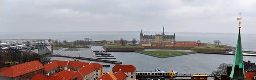 Πανόραμα Helsingor και Kronborg του κάστρου στοκ εικόνες