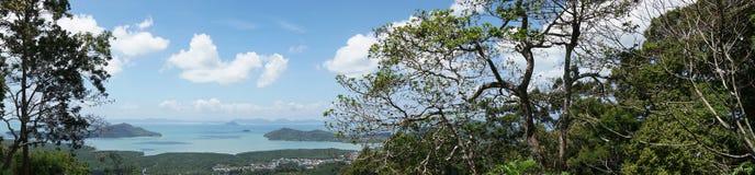 Πανόραμα Phuket, Ταϊλάνδη, άποψη από το λόφο πιθήκων, τροπικό αρχιπέλαγος νησιών Στοκ Εικόνες