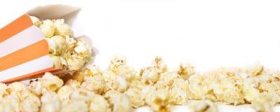 Πανόραμα, Popcorn κιβώτιο μπροστά από το λευκό, copyspace Στοκ Εικόνα