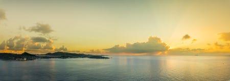Πανόραμα Roatan, Ονδούρα στην ανατολή, όμορφος φυσικός στοκ φωτογραφία με δικαίωμα ελεύθερης χρήσης