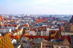 Πανόραμα Wroclaw, άποψη των νέων και παλαιών κτηρίων κέντρων, στοκ εικόνες