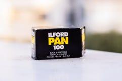 Παν 100 γραπτό 35mm κιβώτιο ταινιών Ilford Στοκ Εικόνες