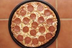 παν pepperoni πίτσα Στοκ Φωτογραφία