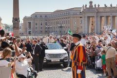 Παπάς Francis Bergoglio στο νέο παπά κινητό Στοκ εικόνα με δικαίωμα ελεύθερης χρήσης