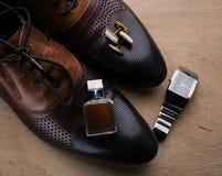 παπούτσια, άρωμα και μανικετόκουμπα Στοκ Φωτογραφία