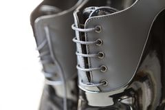 Παπούτσια ατόμων με την εκλεκτική εστίαση στις δαντέλλες Στοκ Φωτογραφίες