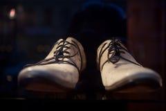 παπούτσια ατόμων s πολυτέλ&eps στοκ εικόνα