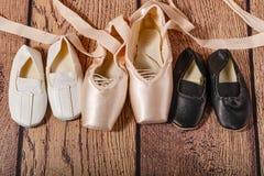 Παπούτσια γυμναστικής και παπούτσια μπαλέτου pointe Στοκ Εικόνα