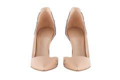 Παπούτσια γυναικών ` s σε ένα άσπρο υπόβαθρο υποδήματα ασφαλίστρου Ιταλικά μαρκαρισμένα παπούτσια Στοκ Φωτογραφίες