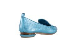 Παπούτσια γυναικών ` s σε ένα άσπρο υπόβαθρο υποδήματα ασφαλίστρου Ιταλικά μαρκαρισμένα παπούτσια Στοκ Φωτογραφία