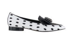 Παπούτσια γυναικών ` s σε ένα άσπρο υπόβαθρο υποδήματα ασφαλίστρου Ιταλικά μαρκαρισμένα παπούτσια Στοκ Εικόνα