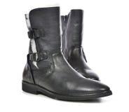 Παπούτσια δέρματος μαύρων για την εποχή άνοιξης με τη γούνα Στοκ Φωτογραφίες