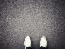 Παπούτσια δέρματος στο πάτωμα Στοκ Εικόνες