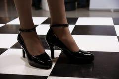 παπούτσια διπλωμάτων ευρεσιτεχνίας δέρματος στοκ εικόνες