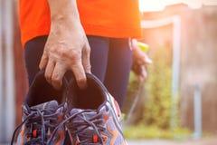 Παπούτσια εκμετάλλευσης γυναικών για την άσκηση Στοκ εικόνα με δικαίωμα ελεύθερης χρήσης