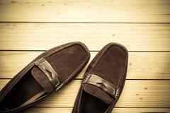 Παπούτσια καμβά στο ξύλινο υπόβαθρο πατωμάτων Στοκ Φωτογραφίες