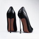 Παπούτσια μαύρων γυναικών που απομονώνονται Στοκ Φωτογραφίες