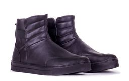 Παπούτσια μαύρων γυναικών στο άσπρο υπόβαθρο Στοκ εικόνες με δικαίωμα ελεύθερης χρήσης