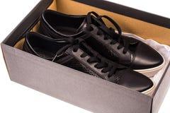 Παπούτσια μαύρων γυναικών ` s με τις δαντέλλες στα άσπρα πέλματα Στοκ εικόνες με δικαίωμα ελεύθερης χρήσης
