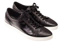 Παπούτσια μαύρων γυναικών ` s με τις δαντέλλες στα άσπρα πέλματα Στοκ Φωτογραφία