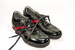 Παπούτσια μαύρων με το κόκκινο λωρίδα, Στοκ Εικόνα