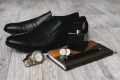 Παπούτσια με το άρωμα και το σημειωματάριο Στοκ Εικόνα
