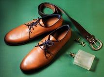 παπούτσια με το άρωμα και τη ζώνη Στοκ εικόνες με δικαίωμα ελεύθερης χρήσης