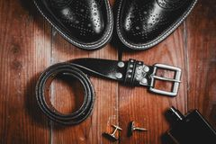 παπούτσια με το άρωμα και τη ζώνη Στοκ φωτογραφία με δικαίωμα ελεύθερης χρήσης