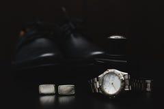 Παπούτσια με το ρολόι και το άρωμα Στοκ Εικόνες