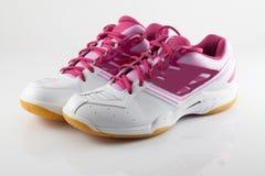 Παπούτσια μπάντμιντον στο ρόδινο χρώμα Στοκ φωτογραφία με δικαίωμα ελεύθερης χρήσης