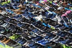Παπούτσια οδών αγοράς για το φτωχό πληθυσμό Στοκ Εικόνα