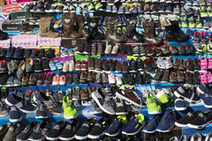 Παπούτσια οδών αγοράς για το φτωχό πληθυσμό Στοκ φωτογραφία με δικαίωμα ελεύθερης χρήσης