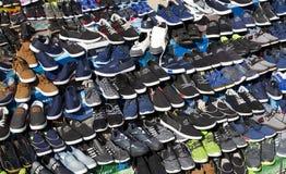 Παπούτσια οδών αγοράς για το φτωχό πληθυσμό Στοκ Εικόνες