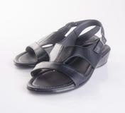 παπούτσια παπουτσιών ή των μαύρων ατόμων χρώματος σε ένα υπόβαθρο Στοκ εικόνα με δικαίωμα ελεύθερης χρήσης