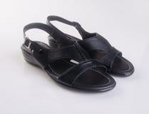 παπούτσια παπουτσιών ή των μαύρων ατόμων χρώματος σε ένα υπόβαθρο Στοκ Φωτογραφία