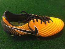 f65f586cbbc Παπούτσια ποδοσφαίρου της Nike για την πώληση στοκ εικόνα με δικαίωμα  ελεύθερης χρήσης