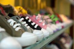 παπούτσια ραφιών Στοκ εικόνα με δικαίωμα ελεύθερης χρήσης