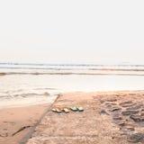 Παπούτσια στην παραλία Στοκ φωτογραφία με δικαίωμα ελεύθερης χρήσης