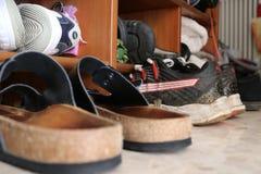 Παπούτσια στο ράφι Στοκ εικόνες με δικαίωμα ελεύθερης χρήσης