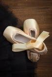 Παπούτσια Pointe στο υπόβαθρο Tutu Στοκ Εικόνες