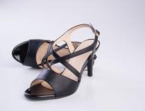 παπούτσι ή μαύρα γυναικεία παπούτσια χρώματος σε ένα υπόβαθρο Στοκ εικόνες με δικαίωμα ελεύθερης χρήσης