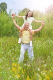 Παππούς και εγγονή που έχουν τη διασκέδαση Στοκ Φωτογραφίες