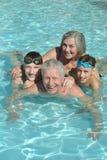 Παππούδες και γιαγιάδες με τα εγγόνια τους Στοκ Εικόνα
