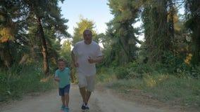 Παππούδων και εγγονών στο δάσος φιλμ μικρού μήκους
